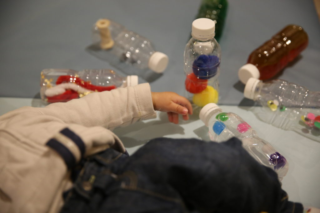 bouteilles sensorielles montessori